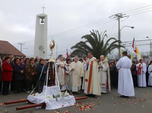 arzobispo bendice primera capilla de adoracion eucaristica en la serena